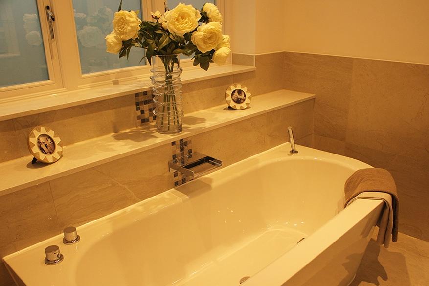 bath bedroom 3 en suite- website