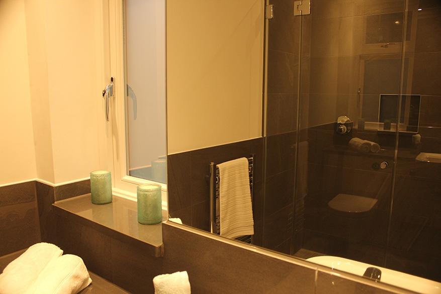 bedroom 4 en suite toilet - website